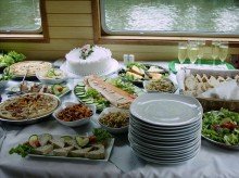 How to host a successful Lunch Party?