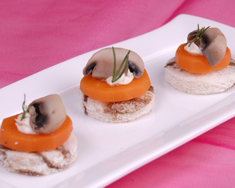 Sweet potato mayonnaise and mushroom on mini toasts