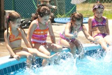 How to arrange a coolest Kid's Pool Party this Summer?